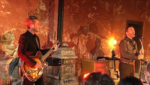 eleganz_regard_guitariste_500.jpeg